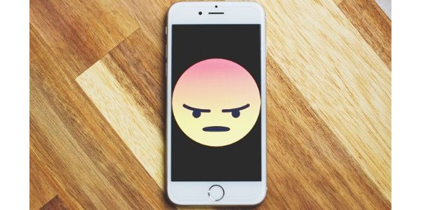 Il tuo cellulare è stato infettato da un virus (informatico)?